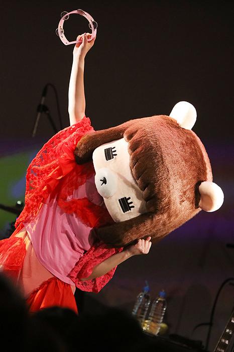 コレサワ 2月5日に東京・渋谷のWWW Xで開催された『コレサワワンマンショー コレシアター03』の様子 ©小坂茂雄