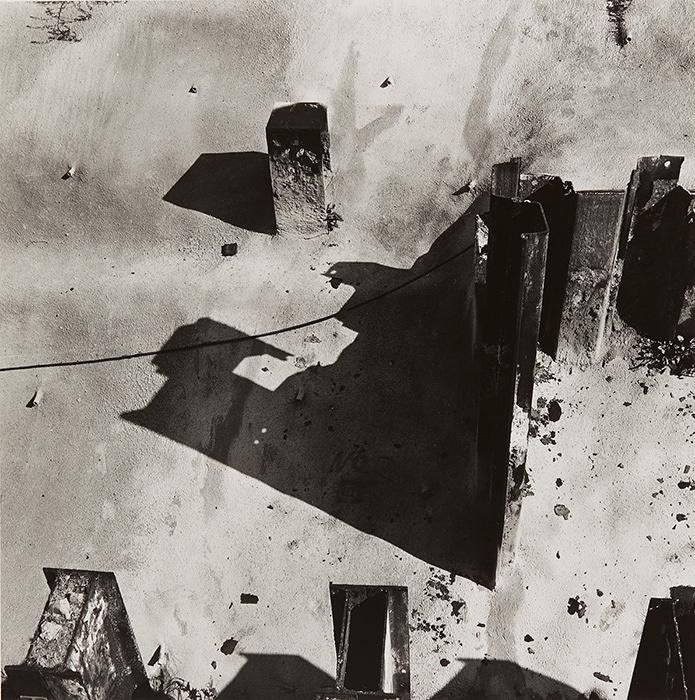 Hitoshi Tsukiji,『Shashinzo』, 1984, Gelatin silver print, 24.9×24.8cm © Hitoshi Tsukiji / Courtesy of Taka Ishii Gallery Photography / Film