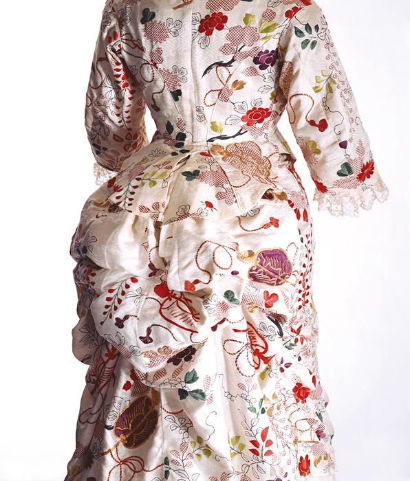 ターナー(イギリス)「ドレス」1870年代 京都服飾文化研究財団蔵 リチャード・ホートン撮影