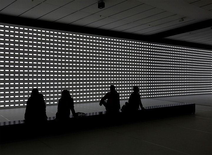 カールステン・ニコライ『ユニディスプレイ』, unidisplay, 2012 Photos: Axel Schneider Courtesy Galerie EIGEN + ART Leipzig/Berlin and Pace Gallery