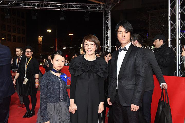 左から柿原りん、荻上直子監督、桐谷健太 『第67回べルリン国際映画祭』にて