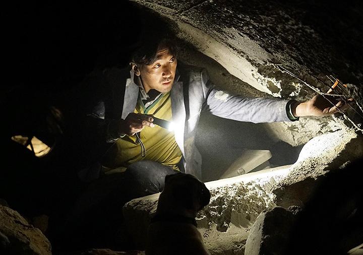 『トンネル 闇に鎖された男』 ©2016 SHOWBOX, ANOTHER SUNDAY, HISTORY E&M AND B.A. ENTERTAINMENT ALL RIGHTS RESERVED.