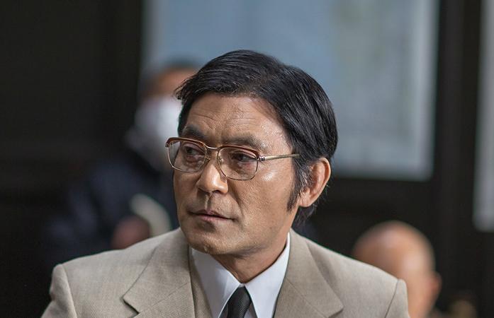 通訳・田島公平役の渡辺いっけい ©テレビ東京