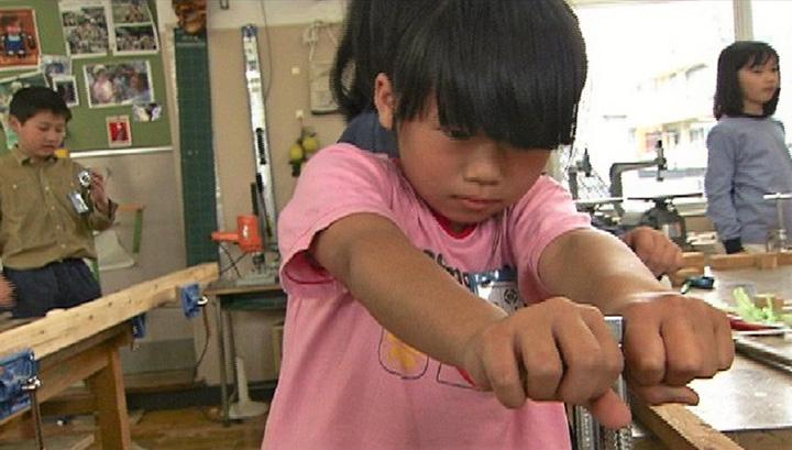 『トントンギコギコ図工の時間』 ©2004 Nonaka Mariko Office