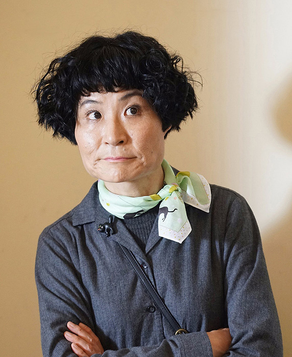 勝村政信役の片桐はいり ©テレビ東京