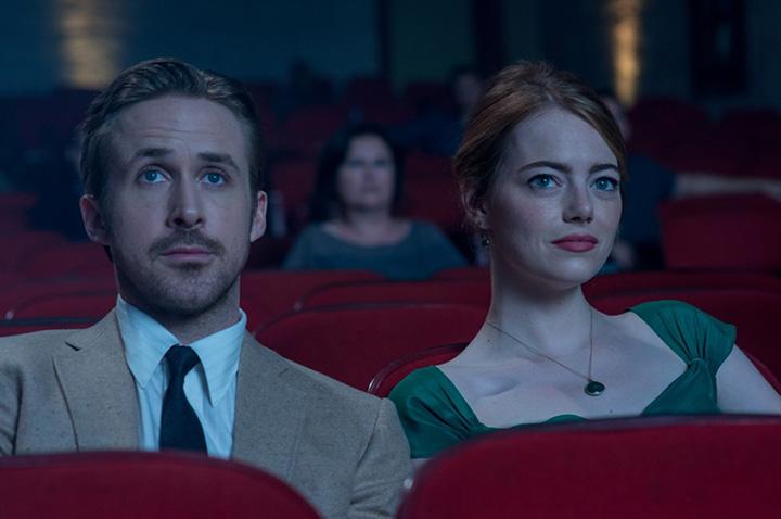 『ラ・ラ・ランド』 ©2016 Summit Entertainment, LLC. All Rights Reserved. Photo credit: EW0001: Sebastian (Ryan Gosling) and Mia (Emma Stone) in LA LA LAND.Photo courtesy of Lionsgate.