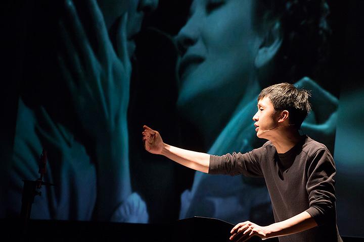 ホー・ルイ・アン『ソーラー:メルトダウン』 2014年~ ビデオ、デジタルプリント、ソーラー電池式玩具 60分 Courtesy: Maezawa Hideto; TPAM Performing Arts Meeting in Yokohama, 2016