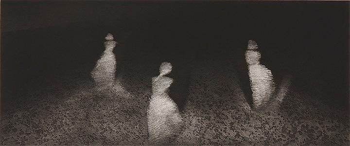 アラヤー・ラートチャムルンスック『私たちが若かったころ』(『女性像』シリーズより) 1990年 エッチング、紙 38.9×93.4cm 所蔵:森美術館、東京