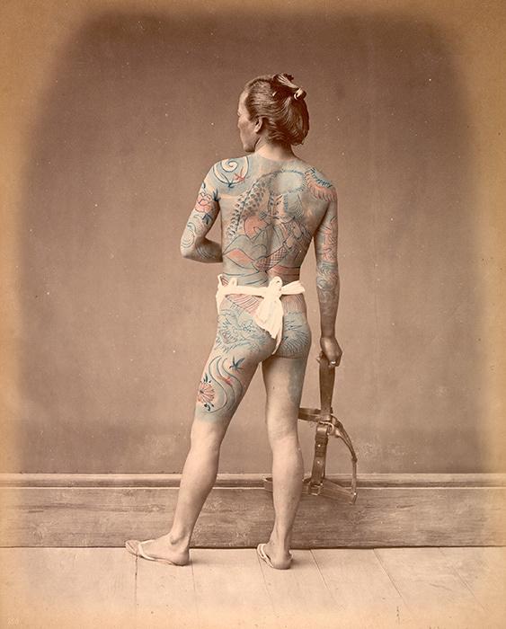 ライムント・フォン・シュティルフリート『刺青をした別当』1877~80年、鶏卵紙に手彩色 ©MNAAG.