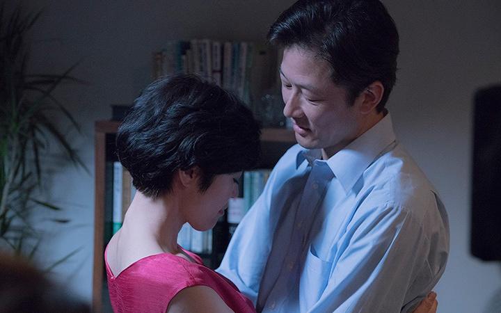 浅野忠信が前妻・寺島しのぶと抱擁、映画『幼な子われらに生まれ』場面写真