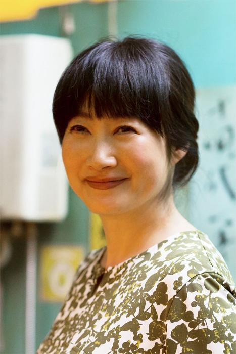 西尾たま美役の余貴美子 ©テレビ東京