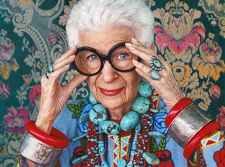 『アイリス・アプフェル!94歳のニューヨーカー』 © IRIS APFEL FILM, LLC.