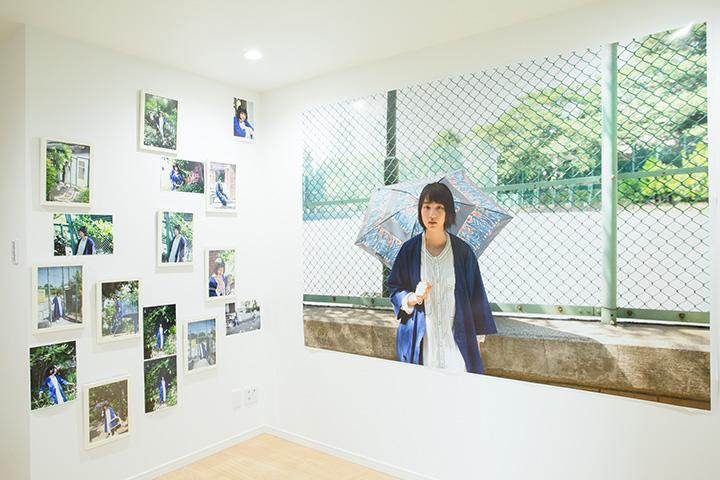『藤代冥砂アパート写真展「東中野」主演 のん Presented by Robot Home』会場風景