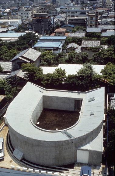 伊東豊雄『中野本町の家 / White U』(1976) 写真:多木浩二