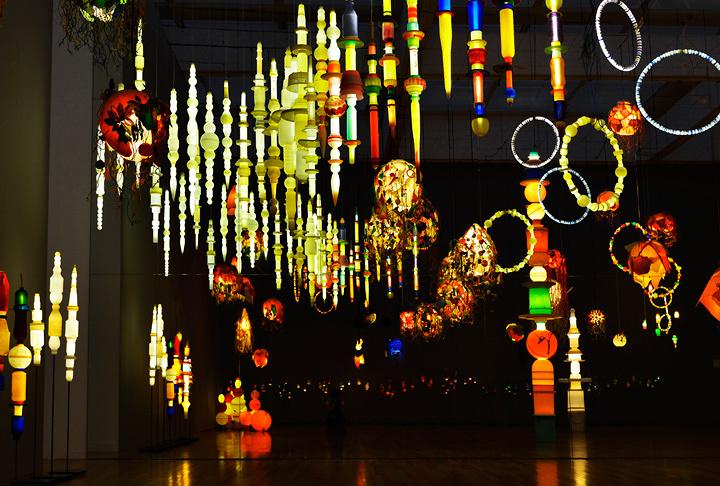 『ヨーガン レールの最後の仕事』2011~2014年 『おとなもこどもも考える ここはだれの場所?』展示風景 東京・東京都現代美術館 2015年 参考画像