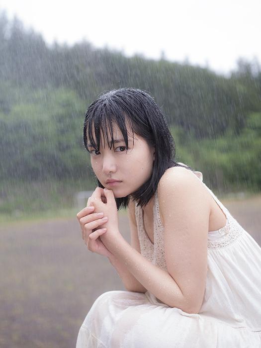 『小川紗良×青山裕企 写真集「凜々とゆく。」』より