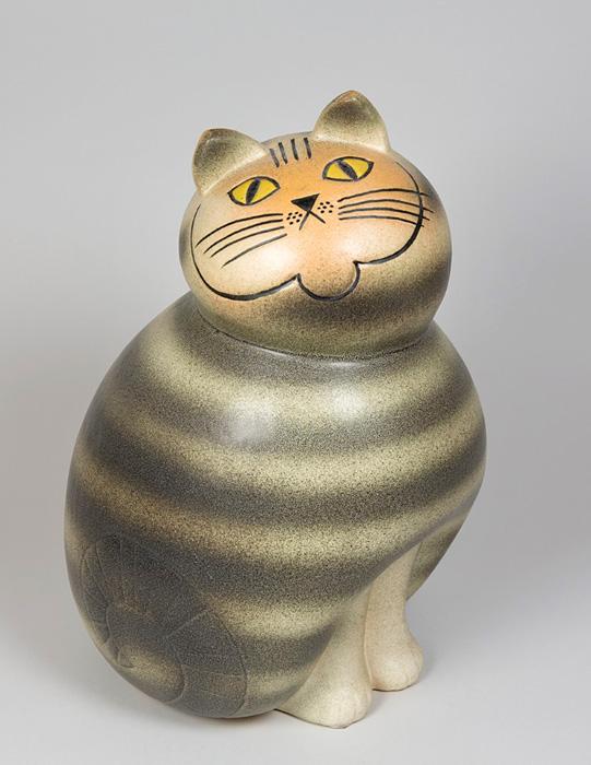 リサ・ラーソン『Mia Cat from the Big Zoo series.』(Manufactured from 1966, this copy made at Keramikstudion 1990.)作品所蔵:個人蔵、スウェーデン 作品画像:©Lisa Larson/Alvaro Campo