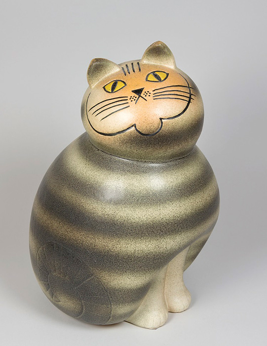 リサ・ラーソン『Mia Cat from the Big Zoo series.』(Manufactured from 1966, this copy made at Keramikstudion 1990.)作品所蔵:個人蔵、スウェーデン 作品画像:©Lisa Larson/Alvaro Campo