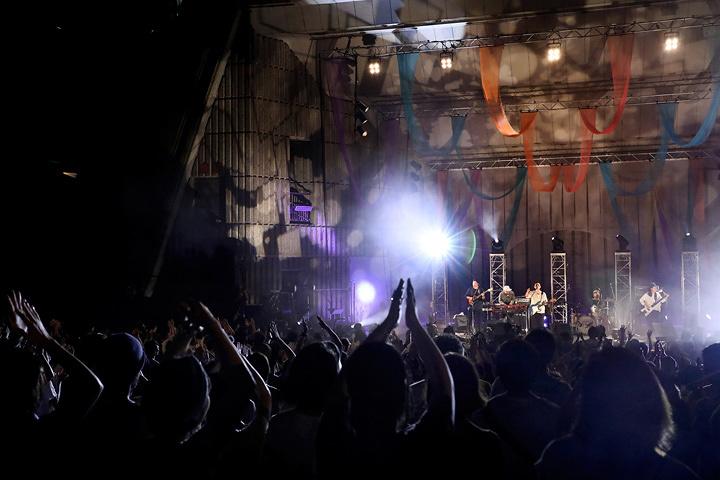 『bonobos 日比谷野音ワンマン』公演風景 2017年8月12日 東京・日比谷野外大音楽堂 Photo by Yumi Ikenaga