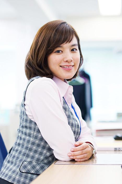 山口詠美役の筧美和子 ©テレビ東京