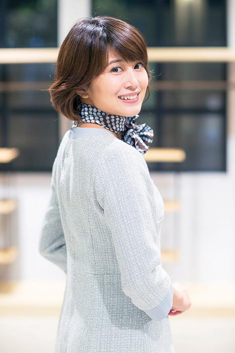 川上ミエ役の佐津川愛美 ©テレビ東京