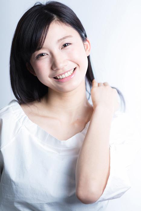 綿貫リサ役の小倉優香 ©テレビ東京
