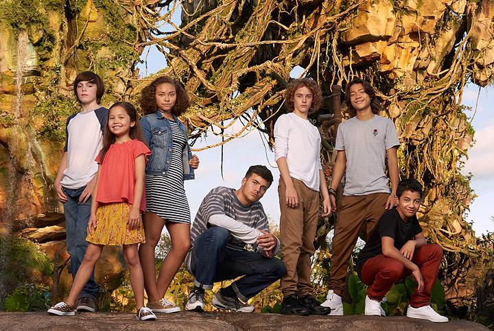 『アバター』新キャスト  左からジャック・チャンピオン、トリニティ・ブリス、ベイリー・バス、ジェイミー・フラッターズ、ブリテン・ダルトン、フィリップ・ジョルジョ、デュアン・エヴァンスJr