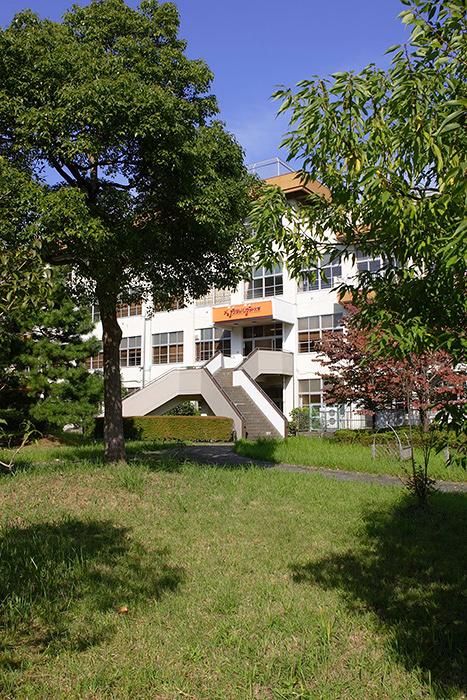 デジタルハリウッド大学 八王子制作スタジオ(旧 八王子市立三本松小学校)