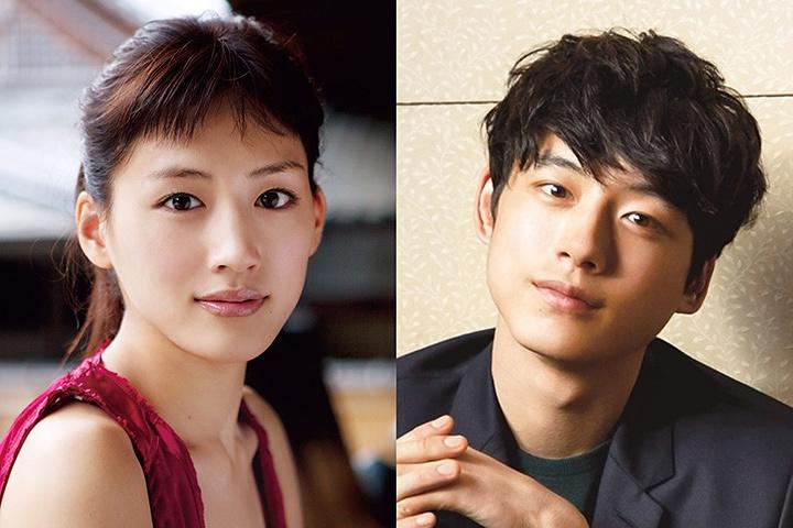 左から綾瀬はるか、坂口健太郎 ©2018「今夜、ロマンス劇場で」製作委員会