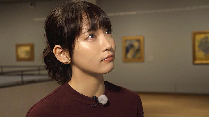 ゴッホの晩年の作品『花咲くアーモンドの枝』を見て感極まる吉岡里帆 『ゴッホは日本の夢を見た』より