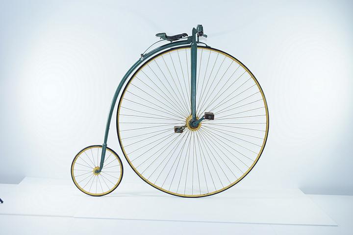 オーディナリー型自転車/1884年(自転車博物館サイクルセンター所蔵)
