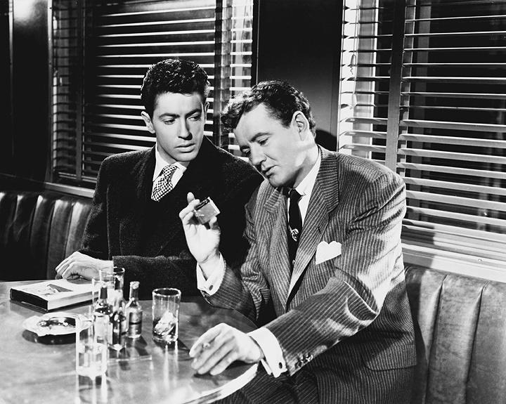 『見知らぬ乗客』 ©1951, Renewed ©1979 Warner Bros. Entertainment Inc. All rights reserved.