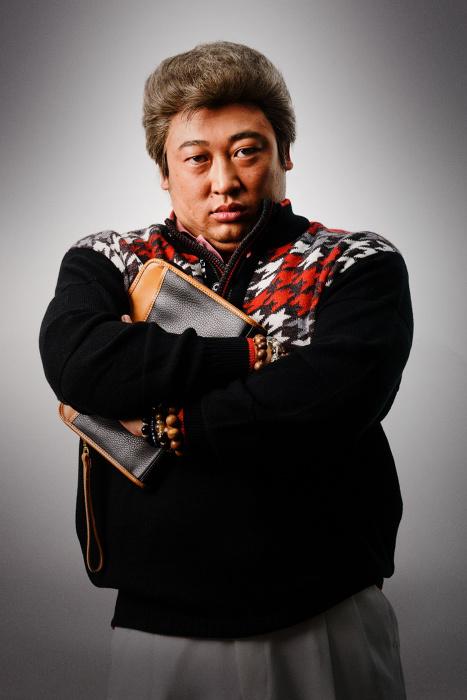秋山竜次(ロバート)が演じる神取忠 ©テレビ東京