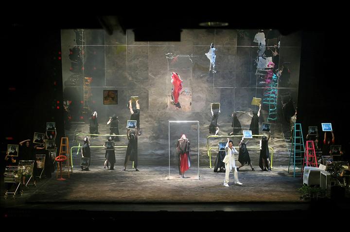 .韓国版『ペール・ギュント』(2009、2012) ©LG Arts Center & JD Woo