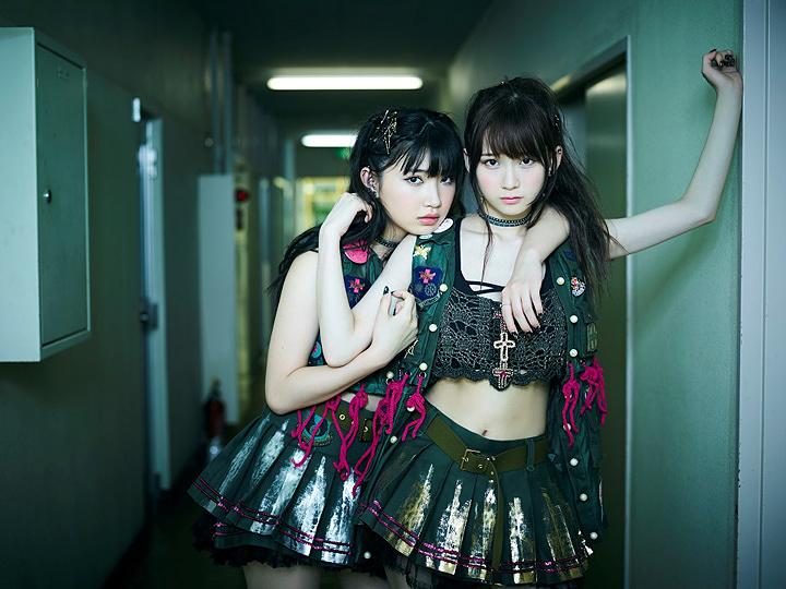 黒宮れい The Idol Formerly Known As LADYBABY(左が黒宮れい)