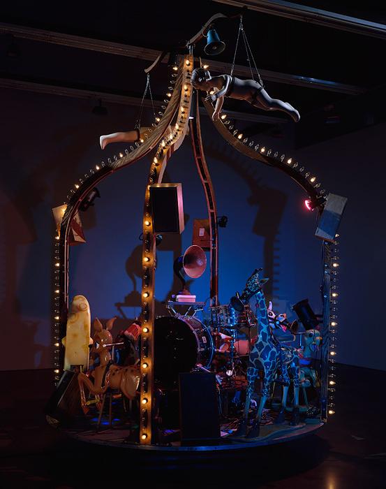 ジャネット・カーディフ&ジョージ・ビュレス・ミラー『The Carnie』2010 Photo: Larry Lamay Courtesy of the artists, Luhring Augustine, New York and Gallery Koyanagi, Tokyo