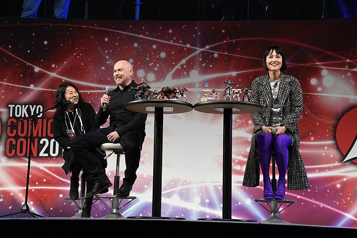 左からスティーヴン・S・デナイト監督、菊地凛子 『東京コミコン2017』の模様 ©Legendary 2018. All Rights Reserved.