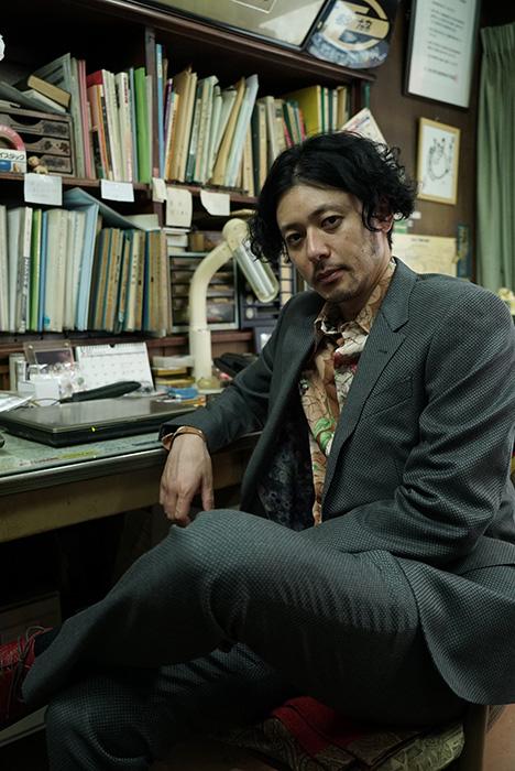 雷土悟郎役のオダギリジョー ©2018「ルームロンダリング」製作委員会
