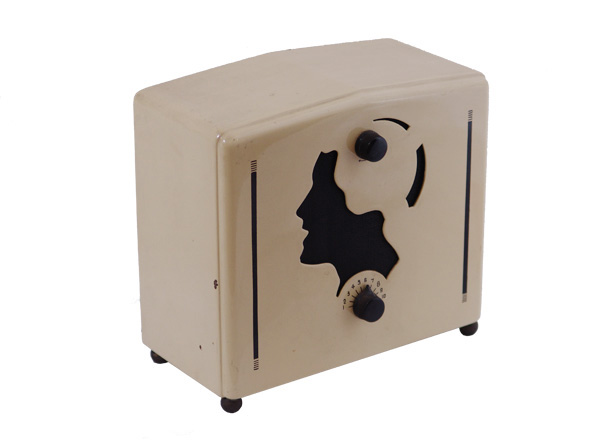 ラジオコレクションより STEWART-WARNER Model R108X AN.5438-093 1933, 京都工芸繊維大学美術工芸資料館蔵