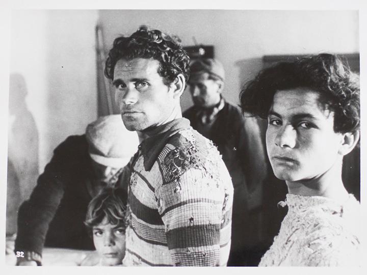 『揺れる大地』 ©1948 Ar.Te.As. Film, Universalia Produzione. ©1987 Marzi Vincenzo; ©2004 MARZI Srl. All rights reserved. International Sales VIGGO S.r.l.