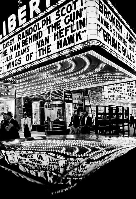 ウィリアム・クライン『Wings of the Hawk, New York 1955』