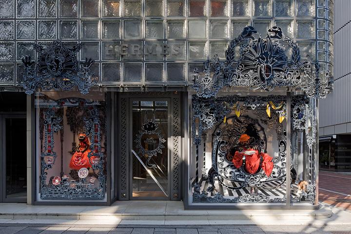 ニコラ・ビュフ『赤ずきんのカレちゃん』2010年 ©Satoshi Asakawa / Courtesy of Hermès Japon