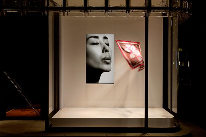 吉岡徳仁『吐息』2004年/2009年 ©Satoshi Asakawa / Courtesy of Hermès Japon