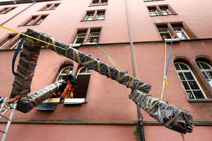 危口統之と悪魔のしるし『搬入プロジェクト#9 バーゼル/スイス(テアターフェスティバル・バーゼル)』2012年 photo: Simon Baur