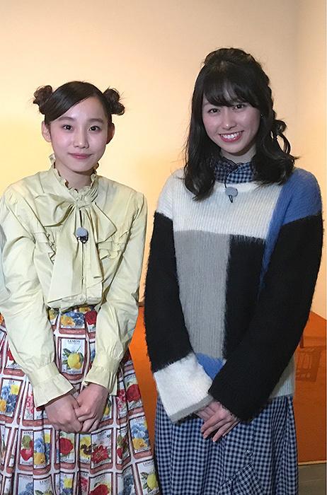 左からベック、佐々木彩夏(ももいろクローバーZ) 『Musée du ももクロ~アートの学びをデザインする~』初回放送より