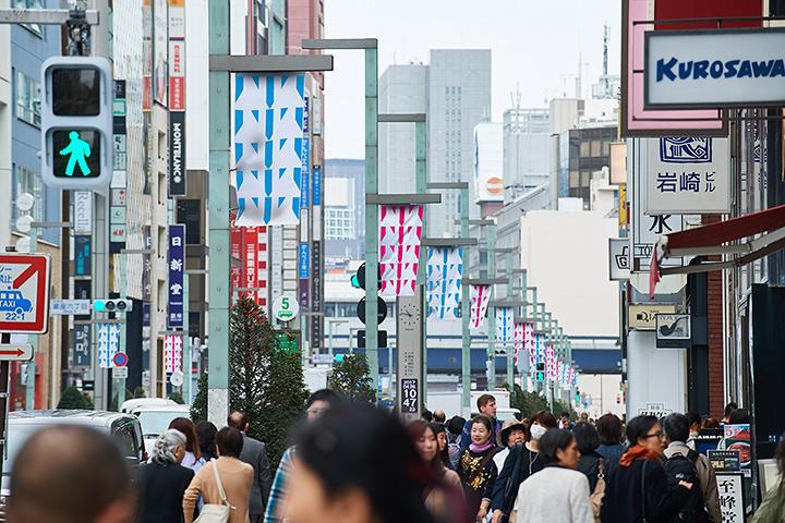 ダニエル・ビュレンによる銀座・中央通りのアート作品イメージビジュアル ©ADAGP, Paris & JASPAR, Tokyo, 2018 G1226