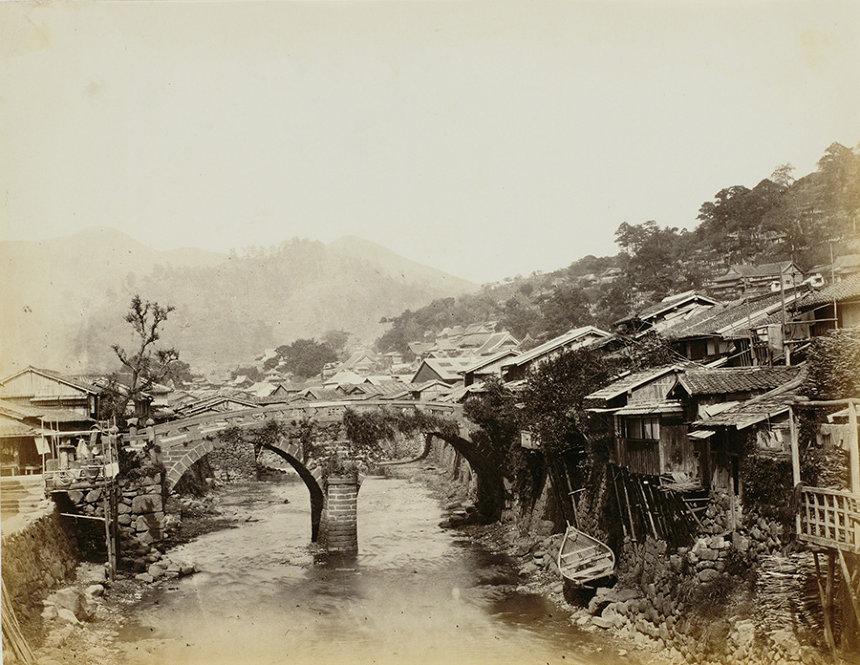 フェリーチェ・ベアト『眼鏡橋、長崎』1866年 鶏卵紙 東京都写真美術館