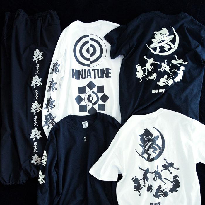 左から「NINJA COLLECTION」パンツ、ロングスリーブTシャツ、Tシャツ