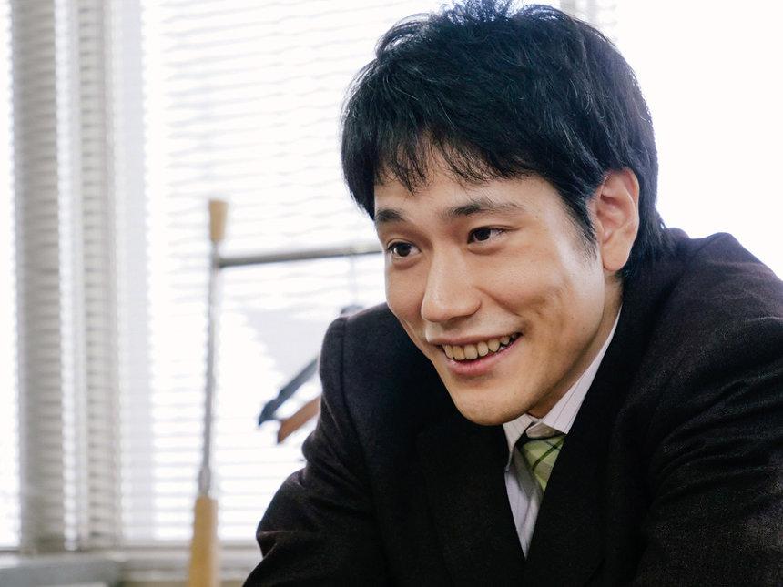 神保和夫役の松山ケンイチ ©「宮本から君へ」製作委員会