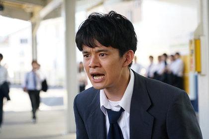 宮本浩役の池松壮亮 ©「宮本から君へ」製作委員会